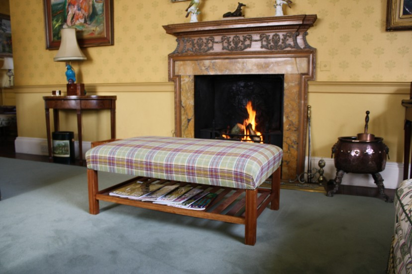Footstool Tartan with tray